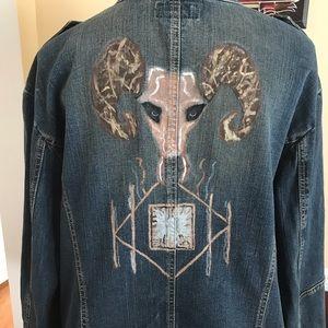 Hand Painted Denim Jacket zipper closure